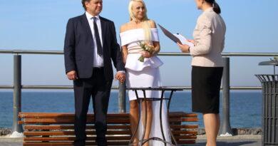 Sveikinimas Gintarui ir Renatai Karnyloms