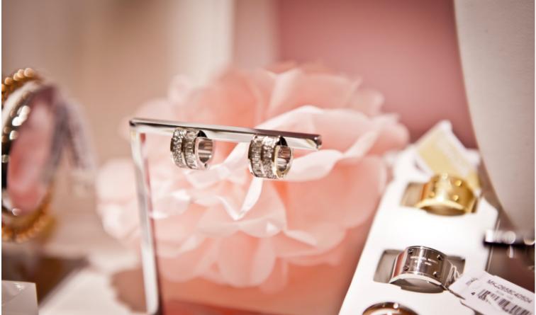 Kaip išsirinkti sidabrinį papuošalą?